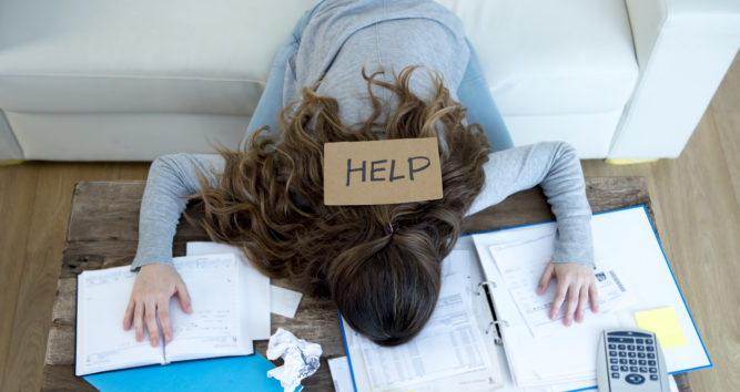 woman in need of Online Invoice Generator to deal with paper work